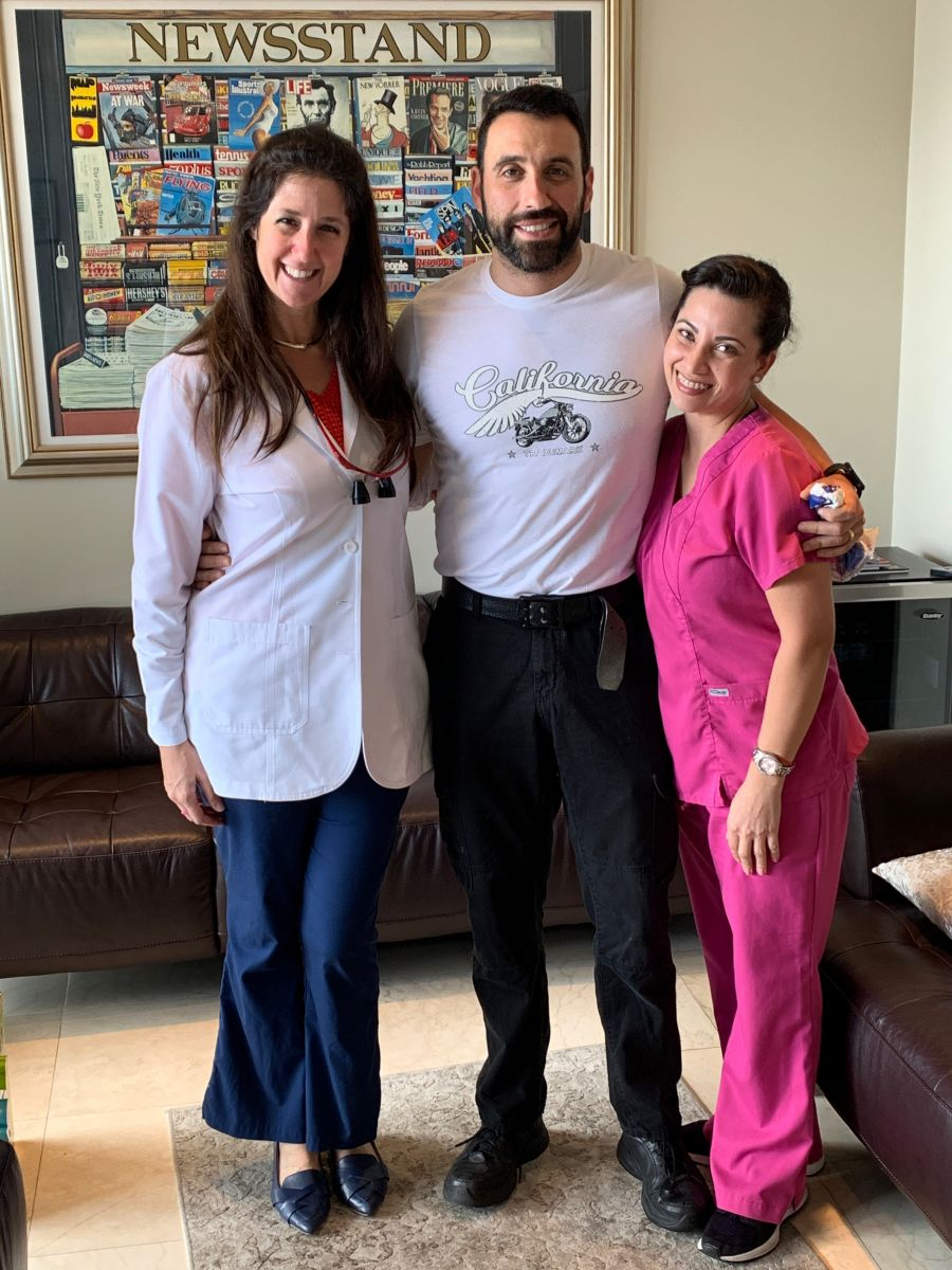 Instagram local dentist in Miami and Aventura, Dr. Jessica Cismas is taking a picture with the patient of the day and one of our dental hygienist Yina Diaz at Aventura Dental Group.